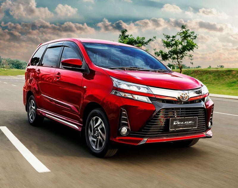 Toyota Avanza Veloz warna merah